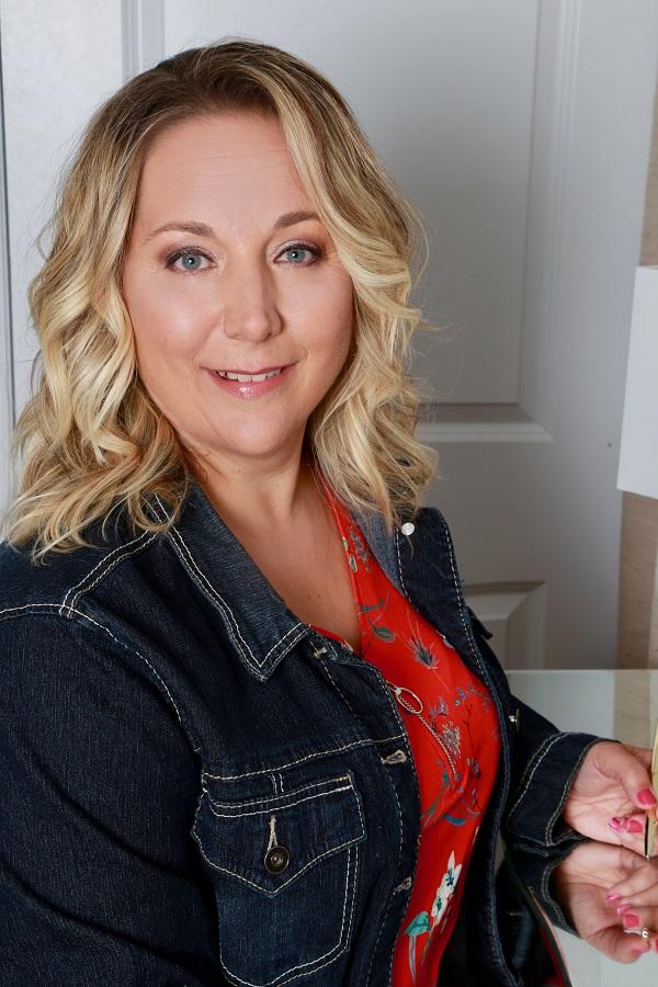 Annette Poechman, Hamilton Ontario